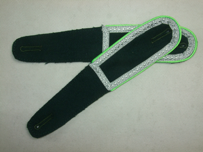WW2 Shoulder Dark Green Board + Light Green Pipe NCO Sergeant